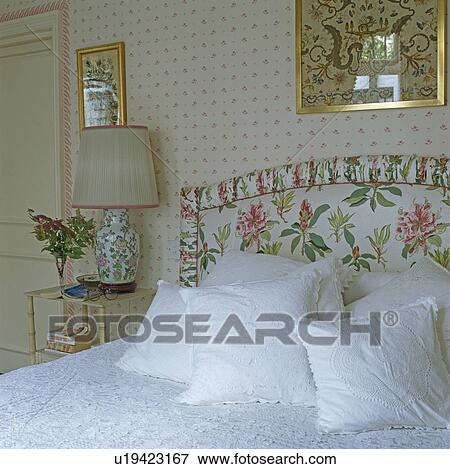 Immagine bianco cuscini letto con tappezzato - Letto tappezzato ...