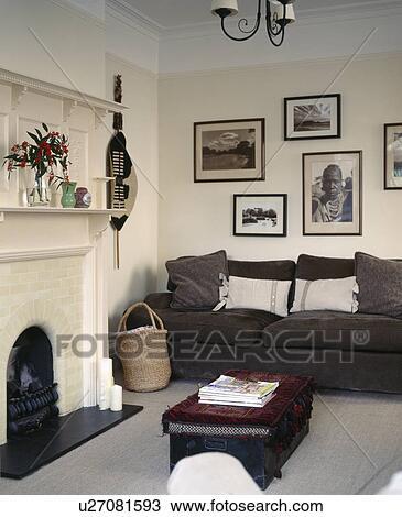 stock foto black white afrikanisch photographien oben dunkel grauer sofa in creme. Black Bedroom Furniture Sets. Home Design Ideas