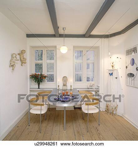 Archivio fotografico alluminio tavola e retro sedie for Tavola e sedie