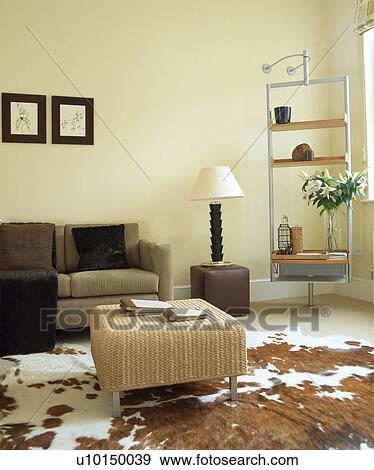 Archivio fotografico - beige, divano, in, moderno, bianco ...