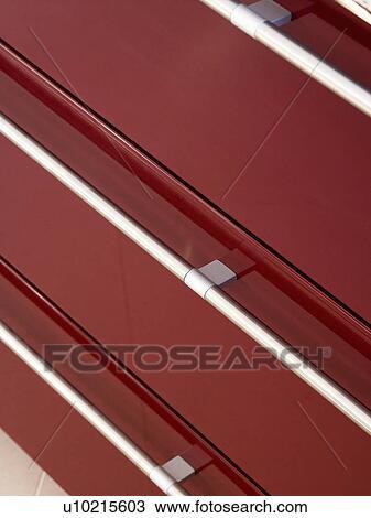 Stockfoto - close-up, i, rustfrit stål, håndterer, på, mørke, rød ...