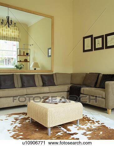 Archivio fotografico - beige, divano, unità, in, vita ...