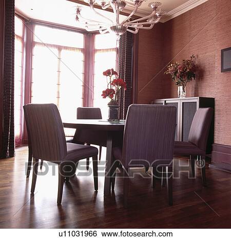 stock bilder textured terracotta tapezieren in modernes esszimmer mit mauve gepolstert. Black Bedroom Furniture Sets. Home Design Ideas
