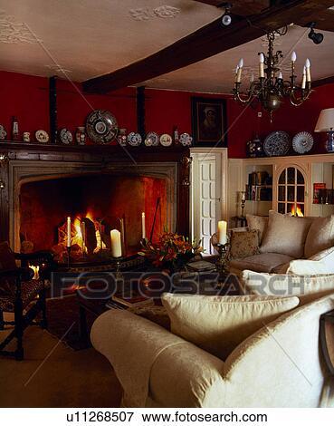 Beeld - room, banken, in, sfeervol, rood, woonkamer, met, verlicht ...