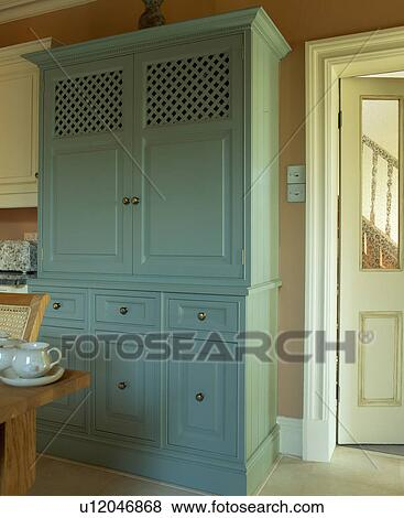 images gros plan de grand turquoise garde manger placard peint dans farrow ball. Black Bedroom Furniture Sets. Home Design Ideas