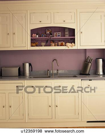 Pictures of cream fitted units in mauve kitchen u12359198 for Mauve kitchen walls