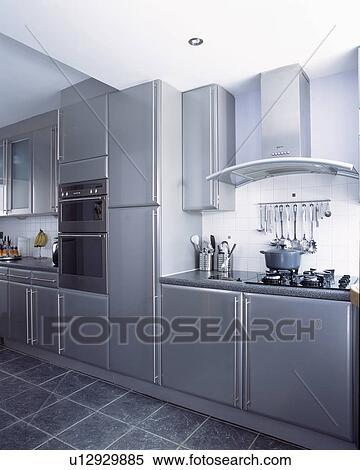 Archivio immagini muro ha montato forni in moderno - Mattonelle pavimento cucina ...