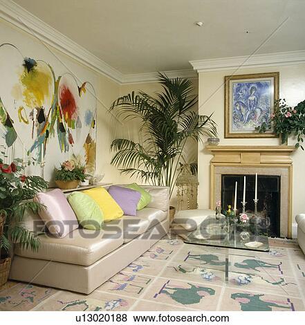Beelden - pastel, kussens, op, beige, zijde, sofa, onder, groot ...