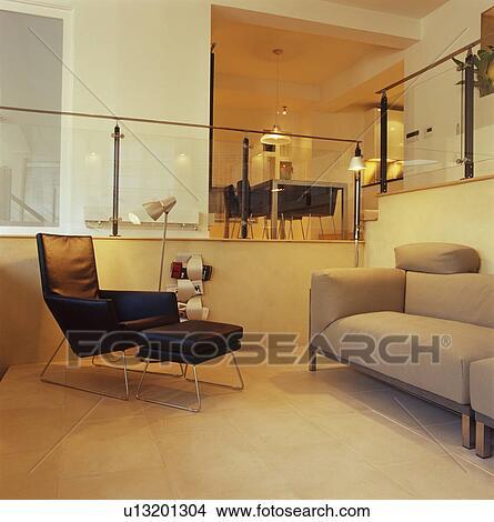 Schwarzes Leder, Stuhl, Und, Grauer, Sofa, In, Modernes, Dachgeschoss