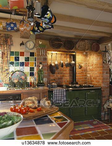 Fotos   negro, aga, horno, en, tradicional, país, cocina, con ...