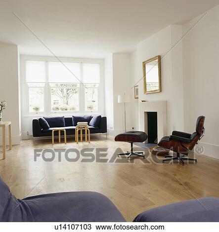 Archivio fotografico tappezzato nero sedia salotto for Salotto moderno bianco
