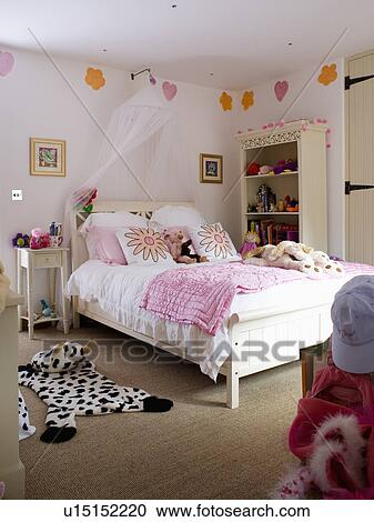 banques de photographies voile tentures au dessus lit rose dredon dans fille. Black Bedroom Furniture Sets. Home Design Ideas