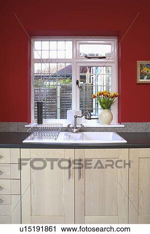 Archivio fotografico - finestra, sopra, bianco, lavandino, in ...