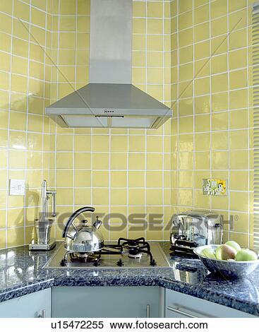 Stock afbeelding   gele, muur tegels, en, extractor, boven, chroom ...