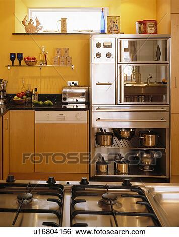 Archivio di immagini mensole sotto acciaio - Mensole in cucina foto ...