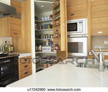 Banques de photographies sombrer dans blanc corian worktop dans petit cuisine - Garde manger fonctionnel cuisine ...