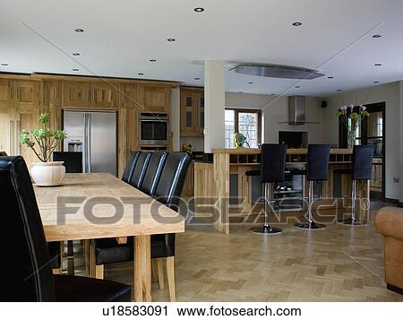Banques de photographies plancher bois dans grand for Cuisine plancher bois