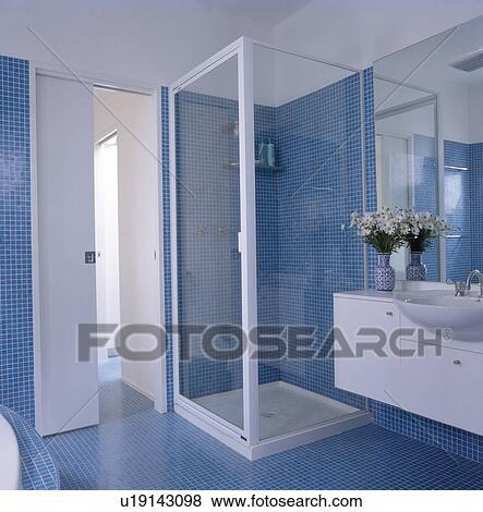 Immagini   vetro, doccia, gabinetto, con, blu, pavimentato ...