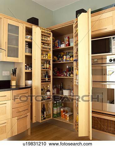banques de photographies doubles portes ouvert sur garde manger placard dans moderne. Black Bedroom Furniture Sets. Home Design Ideas