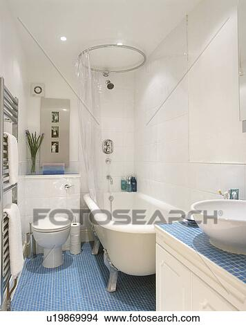 bianco, clawfoot, bagno, in, moderno, bianco, bagno, con, blu, mosaico ...
