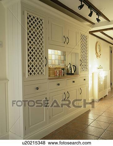 images chrome bouilloire sur encart worktop dans grand ajust cr me placard cuisine. Black Bedroom Furniture Sets. Home Design Ideas
