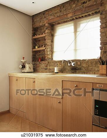 Stock Afbeelding - blootgestelde, baksteen muur, boven, gepaste ...