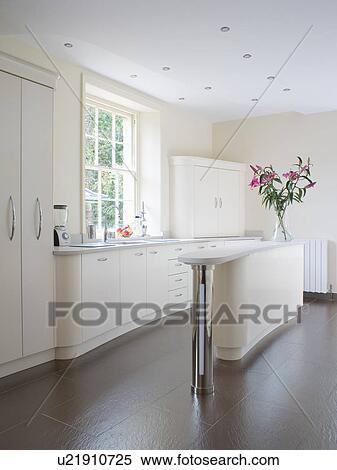 Smalle keuken met eiland