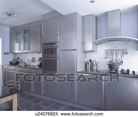Stock foto   opgezette muur, oven, in, hippe, metalen, grijze ...