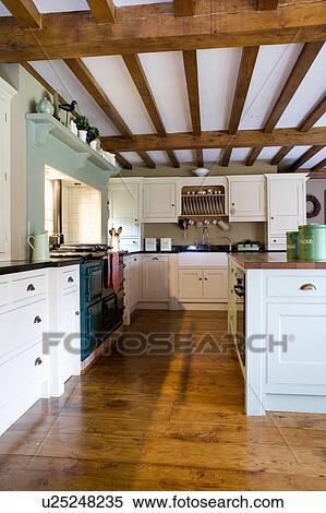 Archivio Immagini - vecchio, legno, floorboards, in, paese, cucina ...