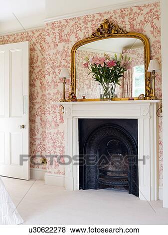images grand dorure miroir au dessus chemin e dans chambre coucher rose toile de. Black Bedroom Furniture Sets. Home Design Ideas