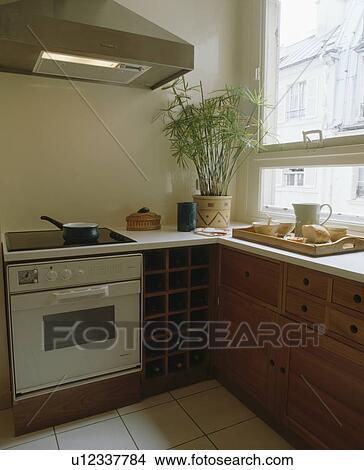 Stock foto   verlicht, extractor, ventilator, boven, witte, oven ...