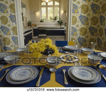 Archivio fotografico blue white piastre su blu for Stoffa da parati