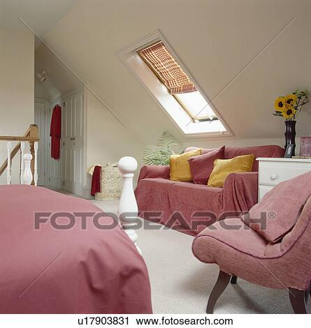 banques de photographies rose jeter et bedlinen dans grenier conversion chambre. Black Bedroom Furniture Sets. Home Design Ideas