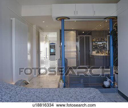 Banque de photo slatted abat jour division petit for Abat jour salle de bain