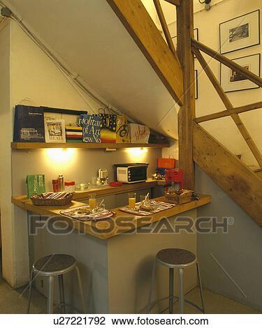 Colecci n de foto cromo y cuero taburetes en barra for Taburete escalera cocina