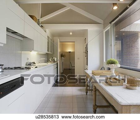 Cucine Sotto La Finestra. Affordable Linea Cucina Miscelatore Per ...