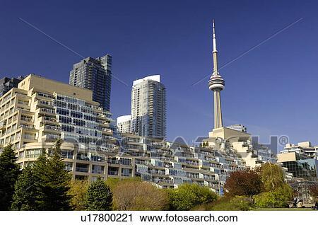 Stock fotografie luxe rijtjeshuizen met rijen van terrassen en dak tuinen met cn - Afbeeldingen van terrassen verwachten ...