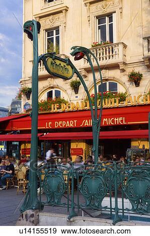 Stock fotografie mensen het genieten van de stad straten op een buiten restaurant in for Deco buitenkant terras