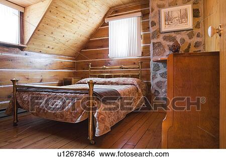 stock bilder antikes messing bett und kommode in ein oben schalfzimmer in a 1978. Black Bedroom Furniture Sets. Home Design Ideas