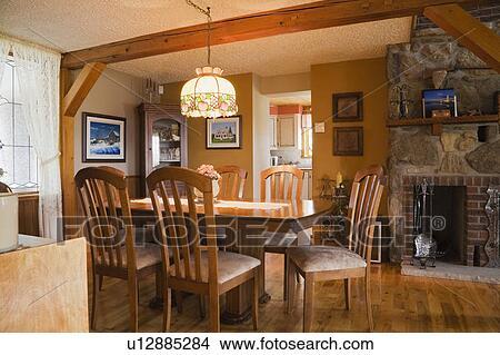 Banque de photo table chaises et ameublement dans for Chaise salle a manger quebec