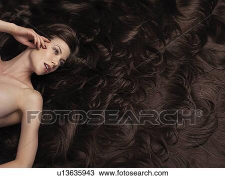 stock foto sch ne frau mit sehr langes braunes haar und haar extensions gro. Black Bedroom Furniture Sets. Home Design Ideas