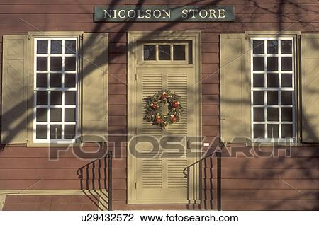 Colonial Williamsburg, Virginia, VA, Williamsburg, A Wreath Made Of Greens  And Fruit Decorate The Door Of Nicholson Store For Christmas In Colonial ...
