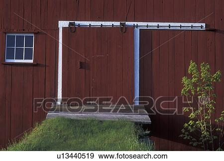 Red Barn Doors Clip Art perfect red barn doors clip art clipart 20 download drawings k