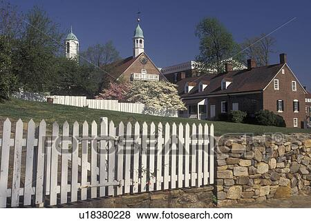 Pictures of old salem nc winston salem north carolina for Historical buildings in north carolina