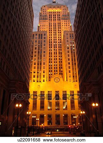 Chicago il illinois windy city downtown chicago board of trade art deco building evening