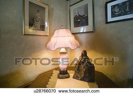 Archivio fotografico anticaglia luce in interno di - Letto a castello in inglese ...