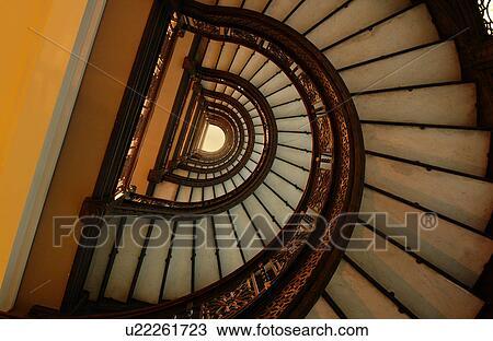 Banque de photo bas affichage angle de a escalier for Escalier spirale
