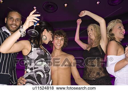 Club nocturno escoltas bailando