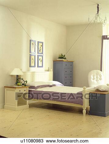 Banque de photo cadres table cadre lampadaire tables mur chambre coucher u11080983 - Lampadaire chambre ...