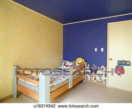 banque de photo enfant mur peinture dessin murs enfants chambre coucher enfants. Black Bedroom Furniture Sets. Home Design Ideas